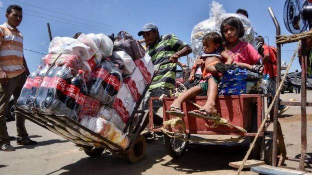 Venezolano con paquetes