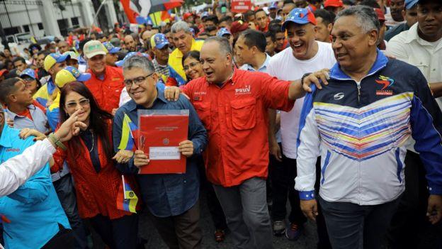 Elías Jaua (segundo de izquierda a derecha), también suena como uno de los posibles candidatos a presidir la ANC.