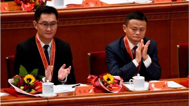 在习近平发表讲话之前,中共给包括马化腾、马云在内的100人颁发了改革先锋的奖章。