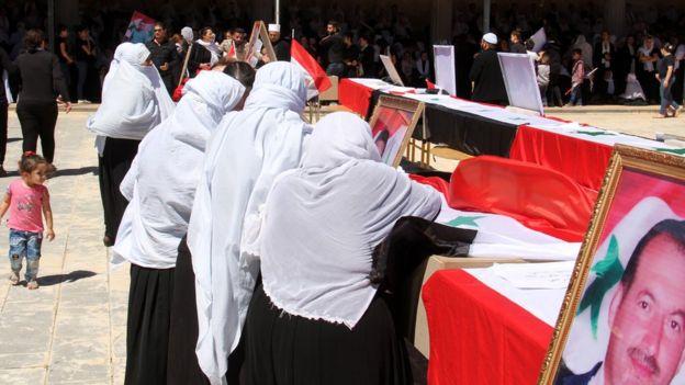 أسر الضحايا تشيع جثامينهم