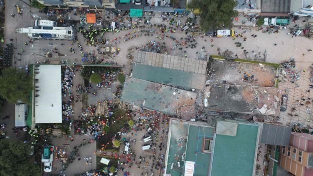 Visão aérea da escola mexicana que caiu após terremoto