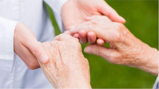 L'observation des mains peut aider à évaluer la gravité de la maladie de Parkinson.