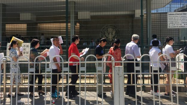 北京美國駐華大使館的排隊民眾(26/7/2018)