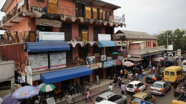 Rua em Gana