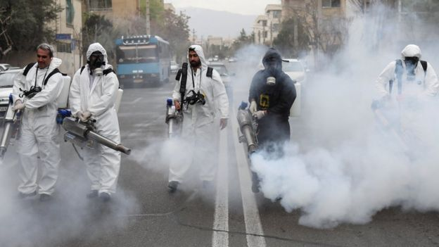 ضدعفونی کردن خیابان ها در تهران برای مقابله با ویروس کرونا