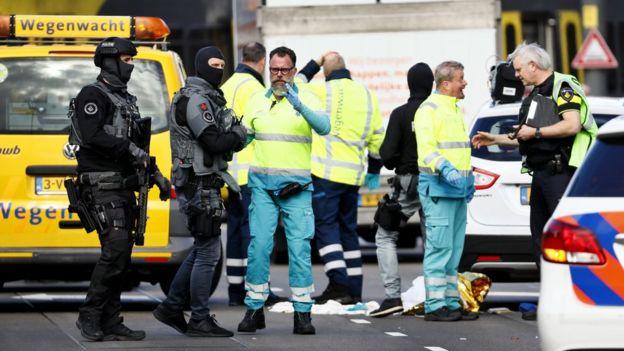 رسانههای محلی از حضور پلیس ضد تروریسم در محل تیراندازی خبر دادهاند.