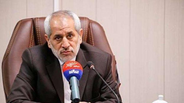 عباس جعفری دولت آبادی، دادستان تهران از گریختن دو متهم اصلی واردات کاغذ به خارج از ایران خبر دادند؛ گفته شده بود این افراد برای واردات کاغذ ۱۹۰ میلیون دلار ارز گرفته بودند.