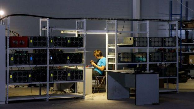 Minero y sus computadores.