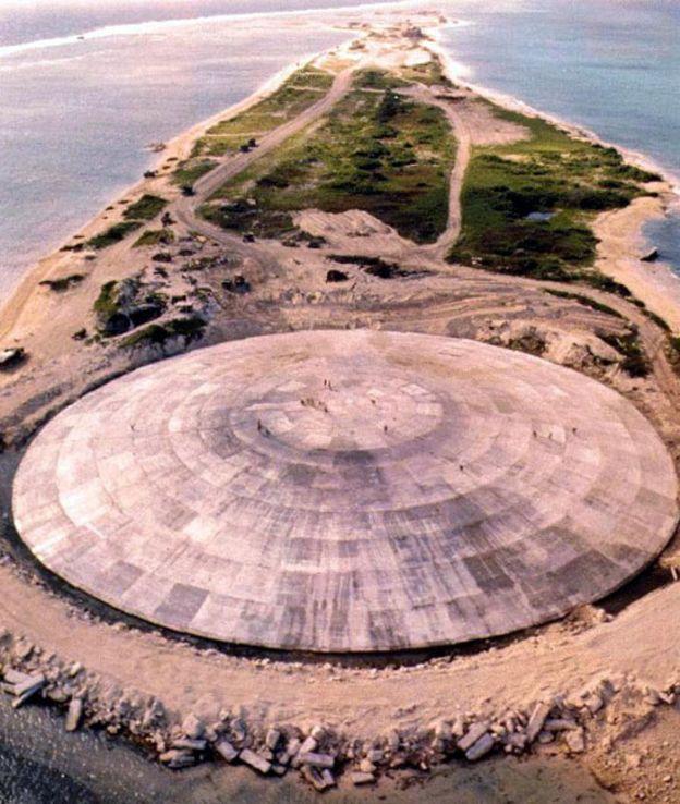 Domo de cemento de un cráter con restos radiactivos