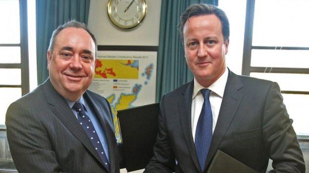 Alex Salmond and David Cameron after signing the Edinburgh Agreement