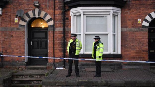 Полиция проводит обыски в Стаффордшире, где жил Усман Хан