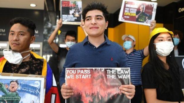 Nhóm phản đối, ủng hộ Hong Kong tụ tập ngoài lãnh sự Trung Quốc ở Brisbane, Úc ngày 30/5