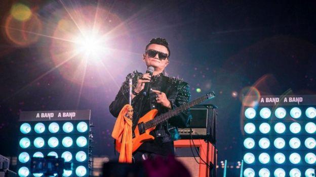 Jack Ma, presidente de Alibaba, canta durante un evento celebrando el 20 aniversario de Alibaba en 2019.