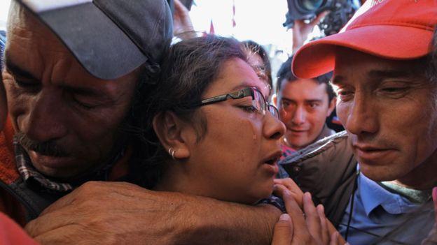 Familiares del minero Renán Ávalos con lágrimas tras su rescate