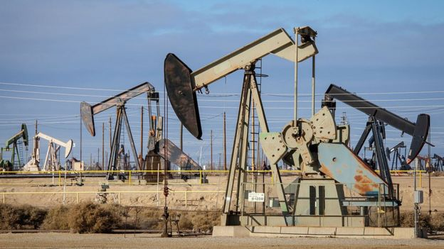 Campo petrolero en California.