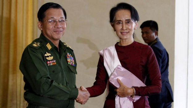 Главнокомандлующий армией генерал Мин Аун Хлаин и гражданский лидер Аун Сан Су Чжи