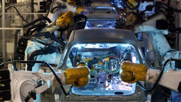 Cadena de producción de automóviles.