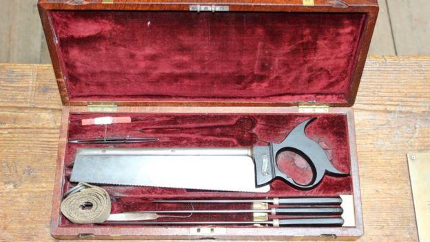 Caixa de ferramentas de um cirurgião em 1822