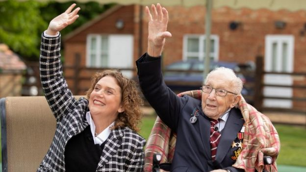 Il capitano Tom Moore e Hannah Ingram-Moore