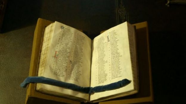 Image captionЕдинственная полная копия биографии Уильяма Маршала. Она хранится в Библиотека и музей Моргана в Нью-Йорке.