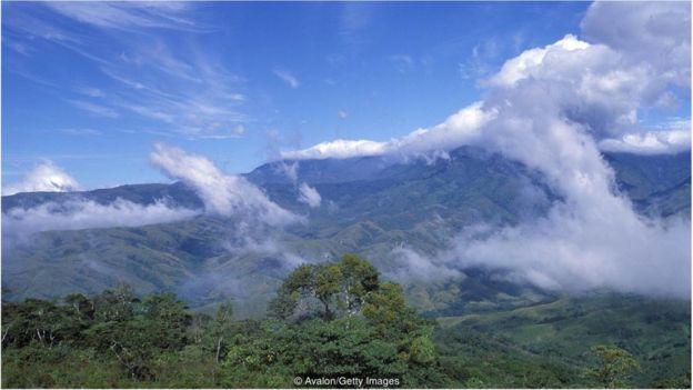 布裏布裏土著群體居住在哥斯達黎加南部一個偏遠的山區,那裏到處是茂密的叢林和蜿蜒的河流。