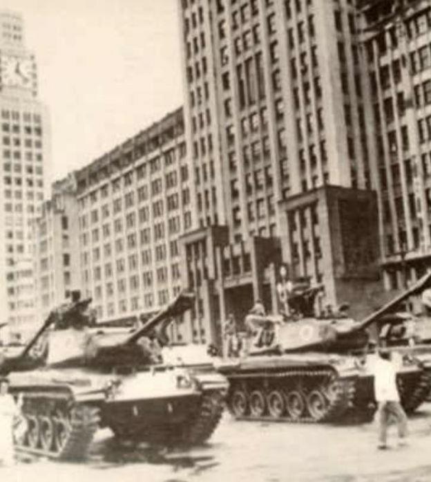 Tanques de guerra na rua