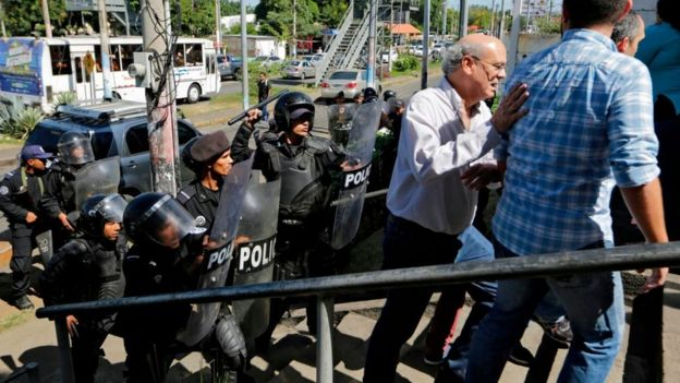 Policía reprime a periodistas en Nicaragua