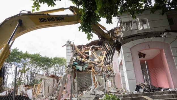 Marvelous A Wrecking Crew Demolishes The Mansion Once Owned By Colombian Drug Lord Pablo  Escobar In Miami