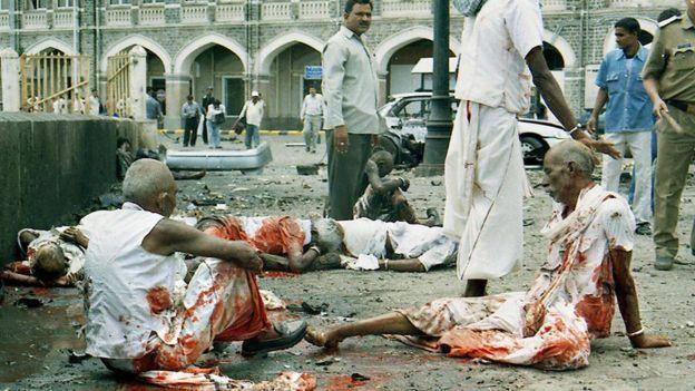 গেটওয়ে অব ইন্ডিয়ার কাছে বোমা বিস্ফোরণ। ২৫ আগস্ট, ২০০৩