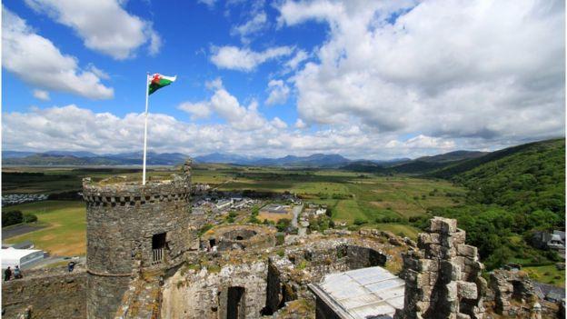 Welsh flag on top of Harlech castle