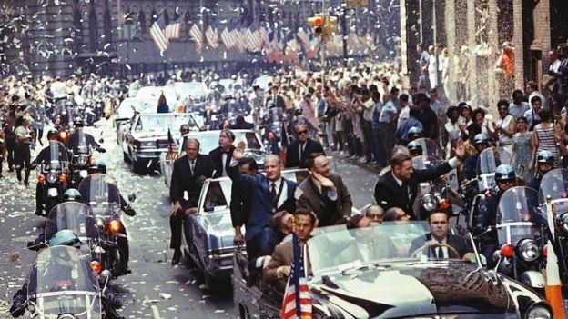 Ay'a ilk kez ayak basılınca ABD'de kutlamalar yapıldı