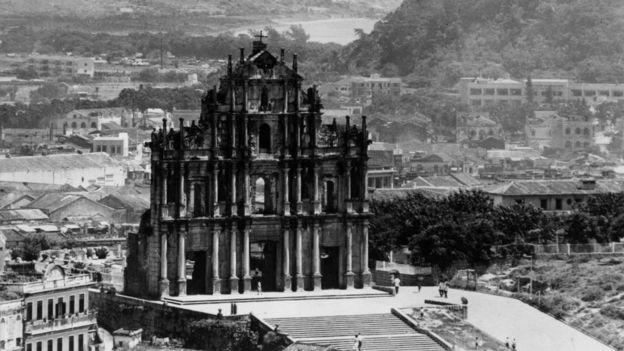澳门大三巴牌坊(约1950年)