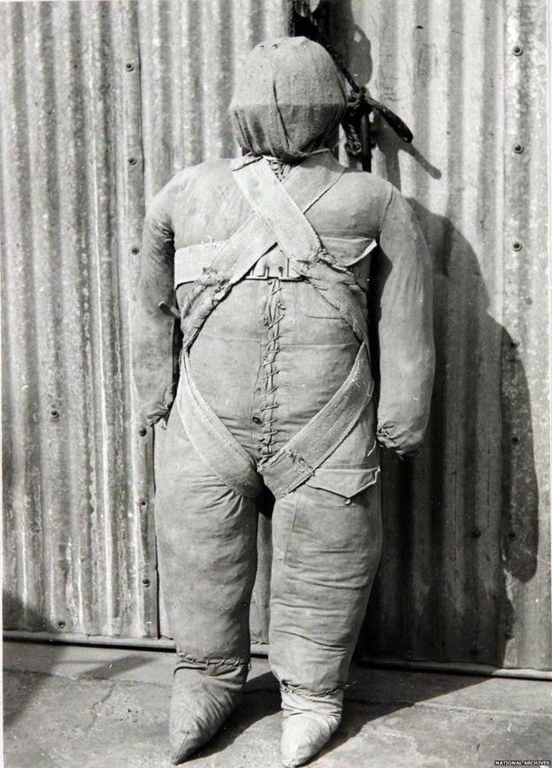 二战时的假伞兵(英国国家档案馆资料图片)