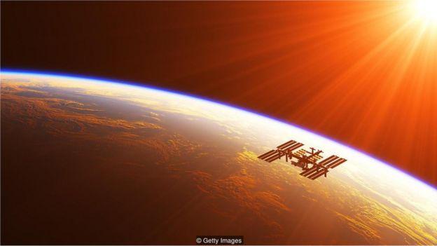 Estação espacial no espaço