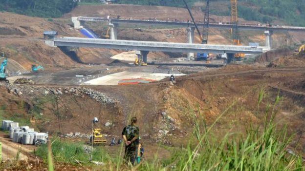 Ruas jalan tol dibangun dari Jakarta menuju Lido, Sukabumi, November 2017