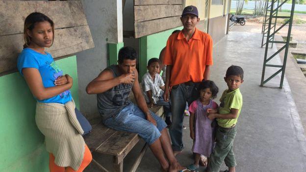 Felix Eduardo Gonzalez ao lado da família