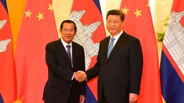 Thủ tướng Campuchia Hun Sen gặp Chủ tịch Trung Quốc Tập Cận Bình tại Đại lễ đường Nhân dân ngày 29/4/2019 tại Bắc Kinh