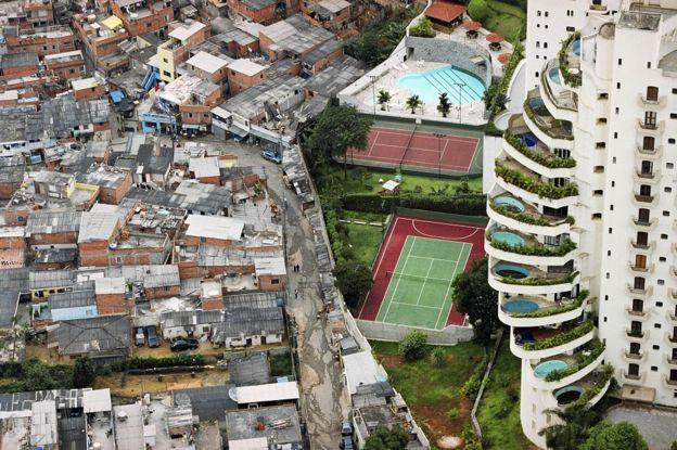 Foto de Tuca Vieira que mostra Paraisópolis e prédio de luxo do Morumbi rodou o mundo e virou símbolo da desigualdade social