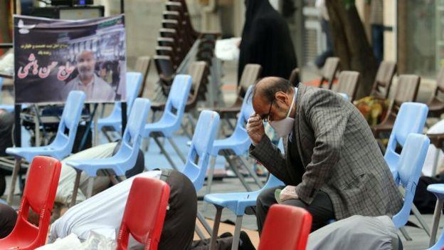 با توصیه آیتالله خامنهای، ستاد ملی مقابله با کرونا اجازه داد در برخی نقاط ایران با رعایت پروتکل نماز عید فطر برگزار شود