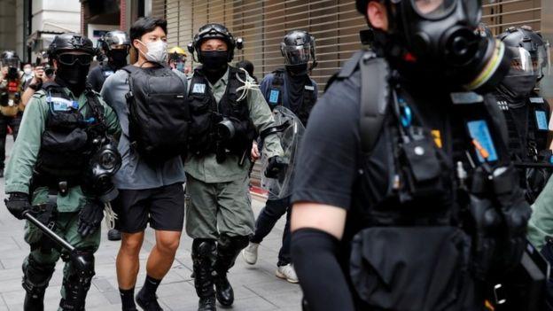 Столкновения в Гонконге в среду