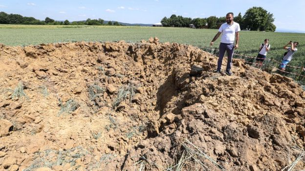 German WW2 bomb leaves giant crater in field - BBC News