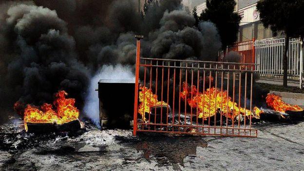 آتش زدن پمپ بنزین ها