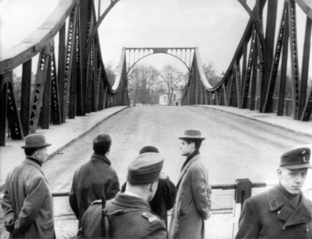 The Glienicke bridge just after the Powers swap
