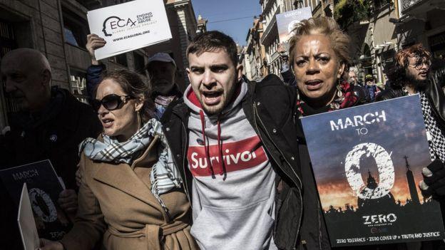 Miembros de ECA protestando en Roma