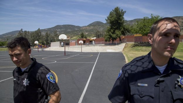 Policías resguardan la escuela North Park Elementary