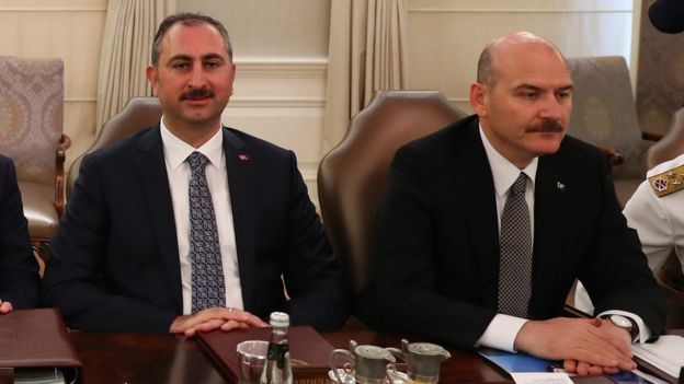Gül ve Soylu bir toplantı sırasında.