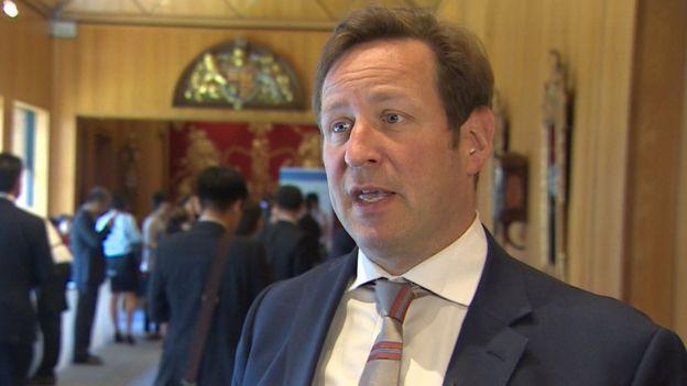 Đặc phái viên Thương mại với Việt Nam của Thủ tướng Anh, ông Ed Vaizey, nói chuyện với BBC