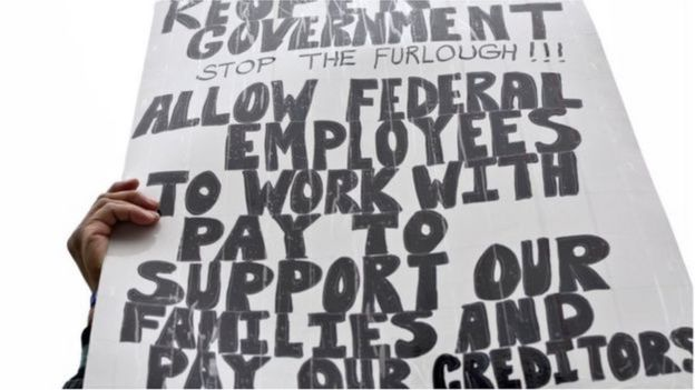 Công nhân bực tức và cả các quan chức được bầu phản đối đóng cửa chính phủ trong một cuộc biểu tình không đảng phải ở Philadelphia