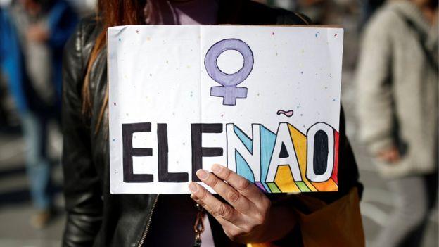 Cartaz em protesto contra Bolsonaro