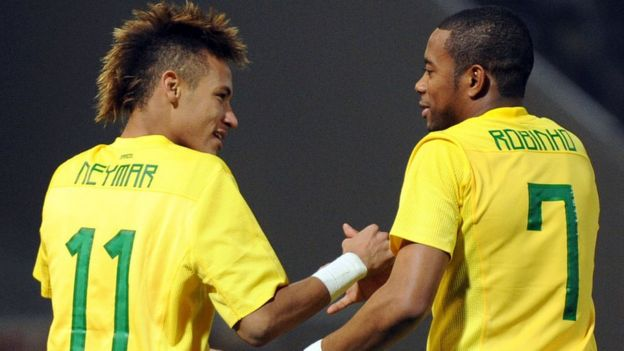 Neymar con Robinho en un partido de Brasil